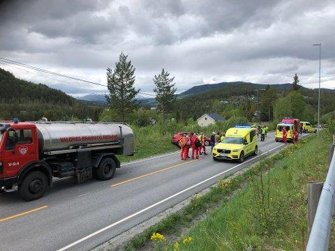 ULYKKE: To biler kolliderte front mot front på Fv. 51 like nord for Moane tirsdag.