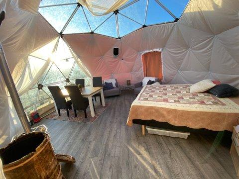 HØYTLIGGENDE LUKSUS: Domen er innredet med god kvalitet, fullt utstyrt kjøkken og soveplass til fire personer.
