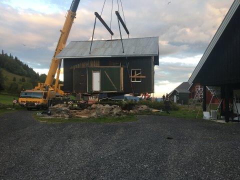 Nesten fremme: Her er det ikke mye som gjenstår før huset har fått ny permanent adresse. Foto:Privat