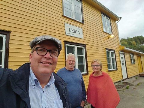 Leira stasjon: Anders Sundvold (midten) fikk besøk av stortingsrepresentantene Sverre Myrli og Rigmor Aasrud som ville se forvandlinga til Leira stasjon.