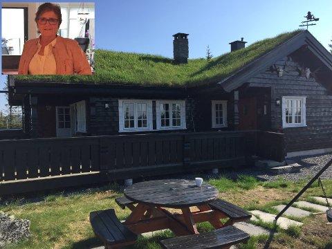 Hellebekk, Bagn Vestås: Wenche Elisabeth Rognlien fra Lommedalen fikk seg en ubehagelig opplevelse sist uke da hun kom til hytta. Der hadde det vært innbrudd. Hytta ligger ved Hellebekken, midt mellom Valdres og Hallingdal.