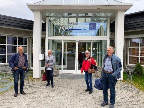 Spreke seniorer: Oddvar og Ragna Lund, Liv og Øystein Johannessen har kost seg på Beitostølen i helga. Mandag sjekket de ut for å reise vei hjem til Kristiansand.