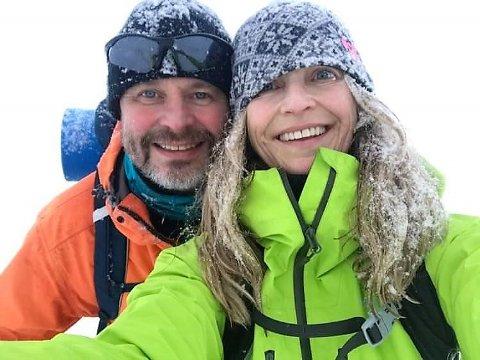 Anders Løvøy og Lili Ann Hurlen Dommersnes ferdes mye over Vinstervatn. Fredag gikk de på 50 centimeter overvann i den stikka løypa. – Det var en guffen opplevelse å komme der i mørket og plutselig merke at skistaven forsvant ned i vannet, sier Løvøy.