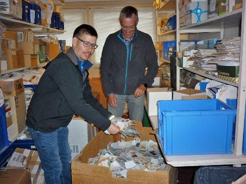 Uendelig: Erik Rustebakke bader her i frimerker, og daglig leder Kåre Myro viser 34-åringen rundt på Tubfrim på Nesbyen.