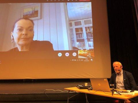 Samfunnsutvikler Wibeke Børresen Gropen holdt en digital presentasjon om byutvikling for politikerne i Nord-Aurdal i siste kommunestyremøtet.