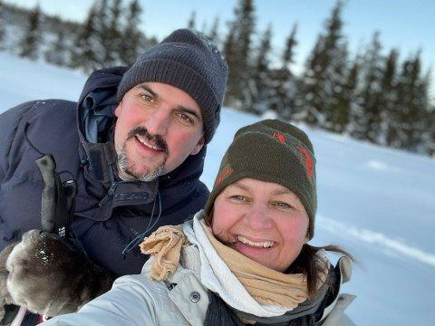 Sonja Bordewich og Kristian Grimsrud Strøm  mottar kulturprisen. Foto:Sør-Aurdal kommune