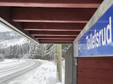 Må ta bussen: 50-sona ved Tollefsrud er kanskje den mest innbringende strekninga for UP i Valdres, skal vi tro alle nyhetssakene vi har skrevet derifra. Begnadalen skole ligger her og farten senkes fra 80 km/t til 50 km/t.
