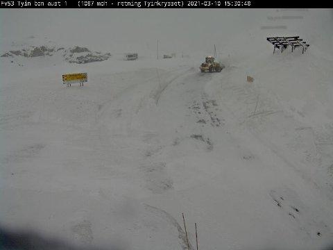 Stengd:  Fylkesveg 53 over Tyin-Årdal er stengd, men E16 over Filefjell er open onsdag.