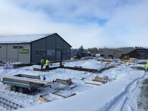 Leira: Sanne Hauglid AS er i gang med grunnarbeidet til bygget som skal bli til Burger King.