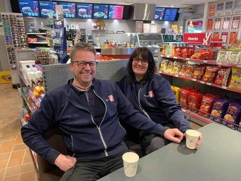 20 år i Føsse: Olav Johan Øraker og Elisabeth Skeie Øraker ynskjer å finne nokon som kan drive bensinstasjonen i Ryfoss vidare.