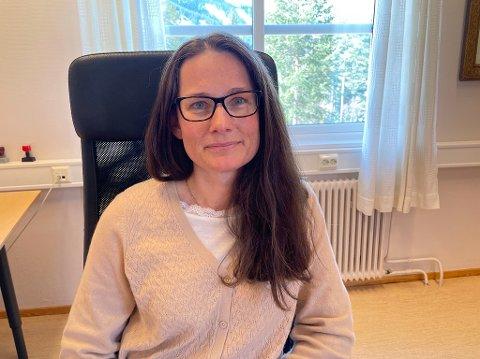 KASTA UT I DET: – Eg er heldig med at det er dette som er feltet mitt, seier Stine Mari Skrindsrud Nordaas. Ho fekk ingen roleg start på jobben som konstituert kommunedirektør.
