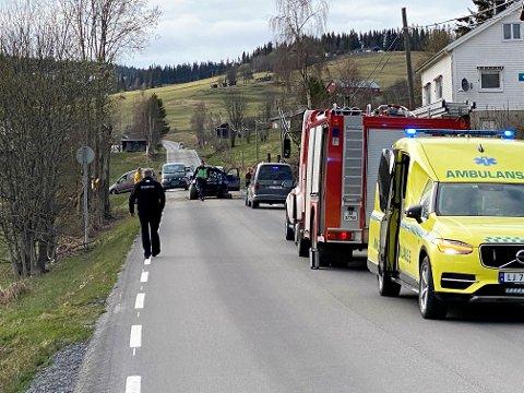 Fire personer er skadd, deriblant flere lokale, i en ulykke på Panoramavegen.