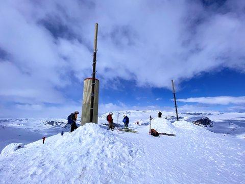 Populær topp: Bitihorn er en populær topp for skielskere, men søndag ettermiddag gikk det galt for en mann i 30-årene fra Fagernes, som falt ned et stup på anslagsvis fem, seks meter.