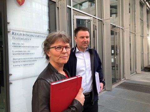 Ikkje nøgde: Kjersti Hoff i NBS og Lars Petter Bartnes i Noregs Bondelag meiner tilbodet frå staten i årets jordbruksforhandlingar er for dårleg.