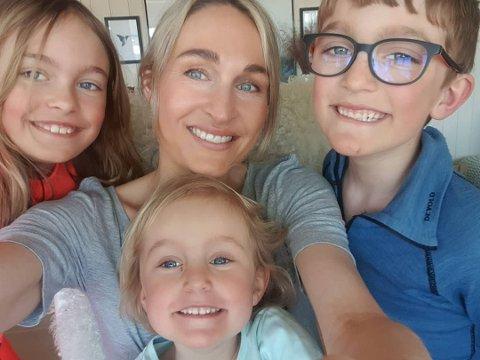 Blir familie på seks: Mari Rabben Lundby med hennar og Jon sine tre born; Alma (10), Gustav (8) og Edith (4).