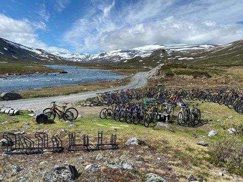 Med motor: For første gang er det nå lov å benytte seg av elsykkel på bestemte veger i Jotunheimen nasjonalpark.