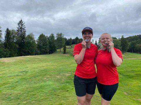 Medaljer: Det har vært Pargolf-NM 2021 på Krokhol Disc Golf Course ved Oslo. Det endte med sølvmedaljer til Elin Gladheim Vesterås fra Skrautvål (t.v.) og Ingvild Lønvik fra Lillehammer.