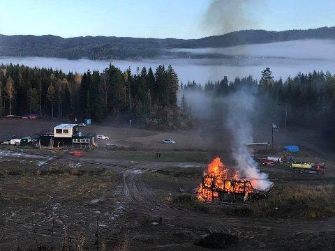 VARENRISIKO:Tidligere i høst ble det gamle sekretariatet i bunnen av Olaløypa brent og fjernet.