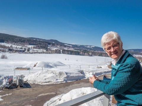 UNNTAKET: Kirsten Jacobsen er ett av unntakene blant boligkjøperne i Blomsterbakken. For mens de aller fleste har en tilknytning til bygda, kommer hun fra Oslo.