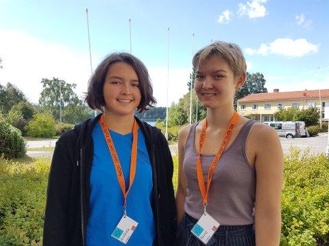 GLADE I HUSFLID: Andrea og Nora Langedal (16) fra Nittedal.
