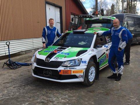 SATSER I DEN «FETESTE» KLASSEN: Etter suksess i nasjonale klasser satser Søren Snartemo (t.h.) og nittedølen Arne-Ingar Stulen (t.v.) nå i den tøffeste rallyklassen.