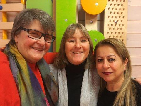 Carina Bonnevie-Svcendsen (t.v), Siv Smith, Nazik Muhammad jobber alle i Åneby barnehage og ser fram til åpen dag onsdag 6. februar.