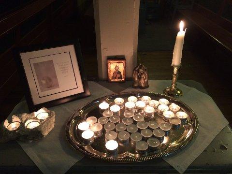 Under søndagens gudstjenester blir navnene på alle nittedøler som er stedet til hvile siden forrige Allehelgensdag lest opp, og det blir tent bønnelys.