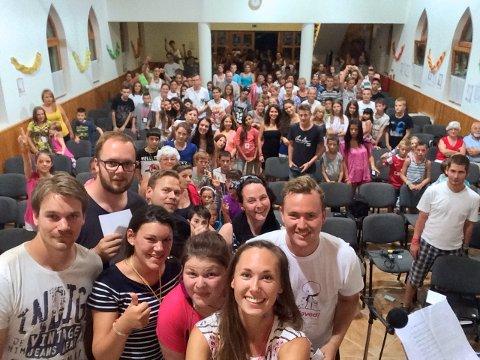 FELLES GLEDE: Prosjekt Takknemlighets sommercamp i Ungarn gleder både ledere og deltagere. Her fra 2015, samme år som tiltaket også ble presentert for kronprinsparet.
