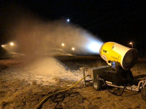 DRØMMEFORHOLD:Fra snøproduksjonen på Sørli onsdag kveld.