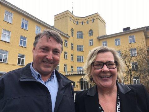 GLEDENS DAG: Nå blir det snart full aktivitet igjen på Glittre, sier ordfører Hilde Thorkildsen (Ap) og varaordfører Inge Solli (V).