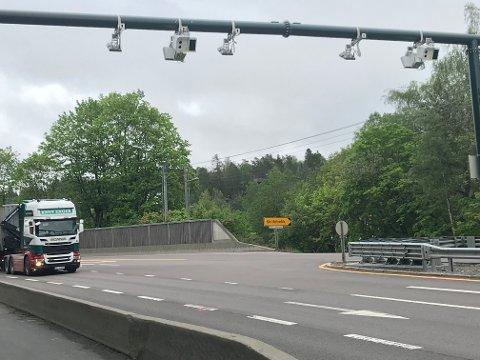 BOM PÅ RIKSVEG 4:Bommen over riksveg 4 på Skillebekk.
