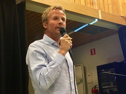 EIER TOMT PÅ GRUA: Geir Skari under orienteringsmøte om planer på Grua i 2017. Han har nylig kjøpt ei næringstomt på Grua, som nabo til Hadelandsparken.
