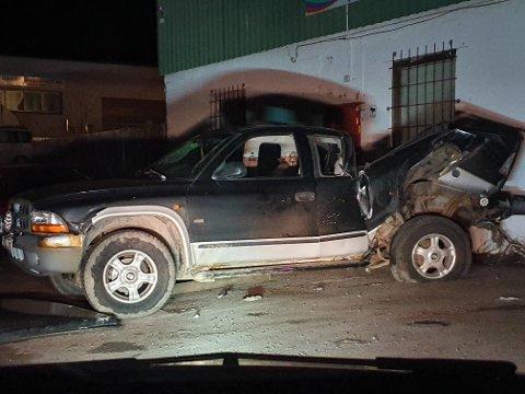 FLAKS: Slik ser pickupen til Tommy Kvalnes (26) ut etter trafikkulykken mandag kveld. – Jeg har hatt griseflaks, forteller han til RB.
