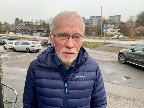 SE SØROVER: Edvin Straume er klar i sin tale. Lunner og Gran bør søke samarbeid med Nittedal kommune når Jevnaker nå vender seg mot Ringerike.