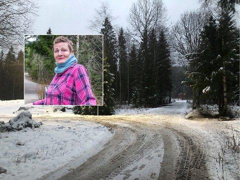TRENGERBRØYTETVEI: Stedet der skiløypa på Sørli krysser veien inn til Svingbakken med beboer Marianne Severine Aakerholm Sanden innfelt.