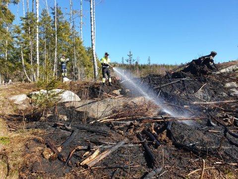 SLOKKET: Brannvesenet var takket være god varsling på stedet etter kort tid og fikk slokket brannen. FOTO: ØRBR