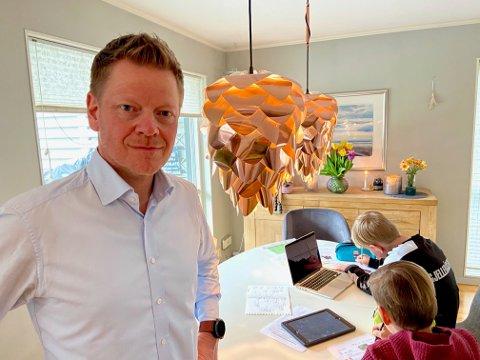 SKEPTISK: Tom-André Røgden har uttrykt skepsis til utstyr, programmer og opplæring for digitalisert mestring i Nittedal. I forbindelse med korona-krisen har kommunestyret nå vedtatt å styrke maskinparken med pc-er, og programmer, til alle elever fra 5. trinn og oppover.