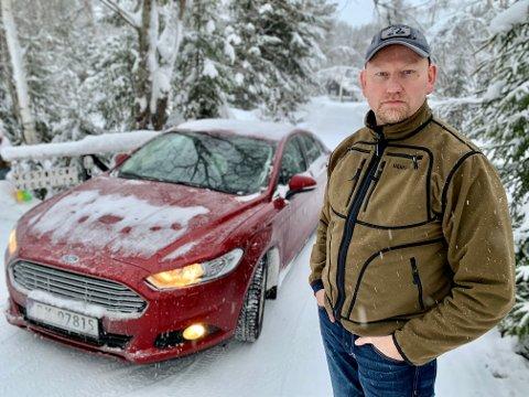 TOK OPP JAKTEN: Skjalg Gamst Landsem (46) kastet seg i bilen og fulgte etter bilkolonnen som dundret fordi familiens hus lørdag kveld.