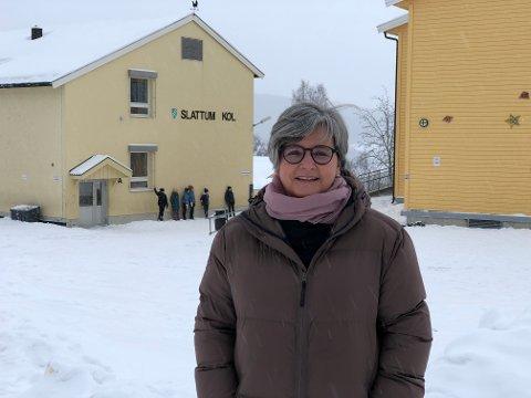 TRE ELEVER: Rektor Lisbeth Jørgensen ved Slattum skole forteller at hele 5. trinn med 80 elever og vel 10 ansatte er satt i karantene etter totalt tre positive prøvesvar, en fredag og to tirsdag, for korona blant elever.