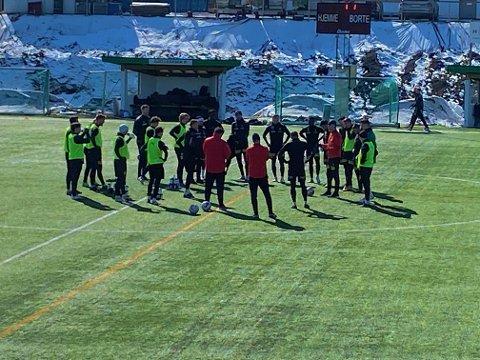 VENTETIDA OVER: Tirsdag formiddag var LSK-spillerne samlet til full trening for første gang siden 15. mars – på Gjelleråsens bane i Nittedal.