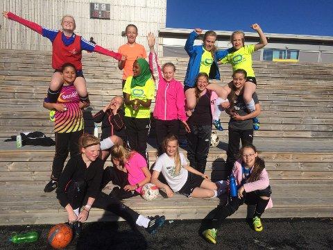 HSV jenter  14 - god stemning på trening og kamp.