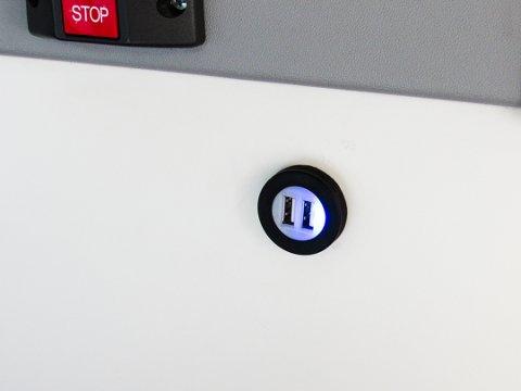 USB-ladepunkter er nå å finne ved alle seter på rutebussene i kommunen.