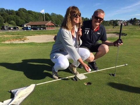 POLITIKER-GOLF: Bente Antonsen (Ap) og Ronny Kjønsø (SV) tok onsdag del i arrangementet HelseTour 2018 i regi av Soon Golf.
