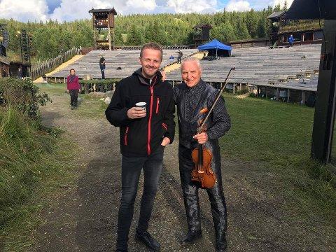 STORT SPENN: Det er et stort musikalsk spenn på de musikerne Håvar Langås Bendiksen jobber med. Blant annet har han spilt sammen med Arve Tellefsen.