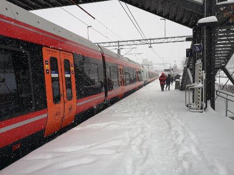 FORSINKELSER: L21-togene som ankommer Vestby stasjon er ikke alltid i rute.