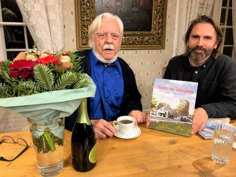 UTE FØR JUL: Henning Karlstad og designer Petter Nyquist (th.) med den ferske boka, som kommer i et førsteopplag på 750 eksemplarer.