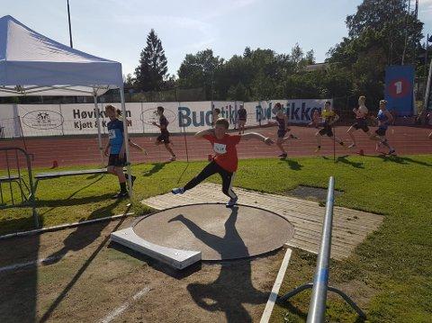 SUVEREN: Even Bolle er helt suveren blant landets 13-åringer i kule. I helgen vant han med nesten tre meter til nummer to.
