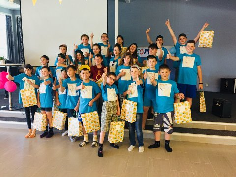 KRIGSRAMMEDE: 30 barn og ungdom fra Øst-Ukraina er samlet på Oven leirsted denne uka. Dette bildet er fra fjorårets sommerleir.