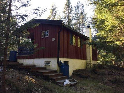BILLIGST: Denne hytta i Garder er til salgs for 380.000 kroner.