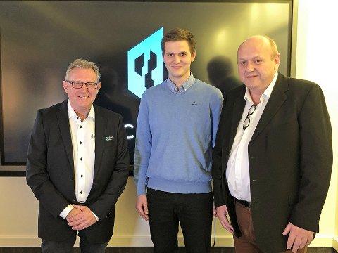 Fra venstre: Kjededirektør i Archihus Jan Hoff, prosjektleder i Fjellhus Entreprenør Trond Martin Olstad og daglig leder i Fjellhus Entreprenør Trond Olstad.